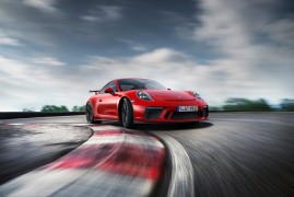 New Porsche 911 GT3: 9.000rpm, Faster, More Powerful and With a Manual Gearbox. Life Is Good.