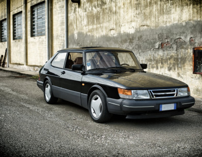 Saab 900 Turbo – The Gryphon Came From North