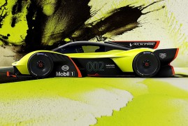 Aston Martin Valkyrie AMR Pro: Racing Gloves And Helmet