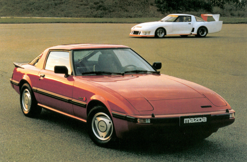 Mazda-RX-7_Generation-1_Customer-vs-motorsports-version-1980 Auto Class Magazine