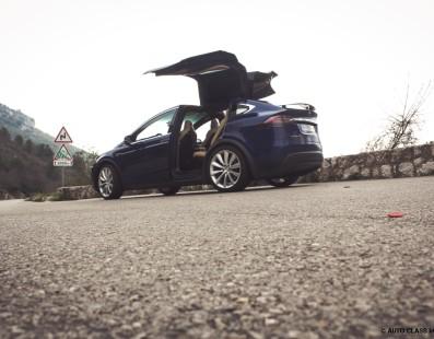 Tesla Model X: Ignition
