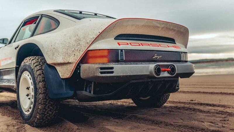 singer-all-terrain-competition-study-porsche-911-safari-tail-low-beachAuto Class Magazine