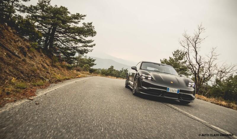 Porsche Taycan Turbo Auto Class Magazine _032