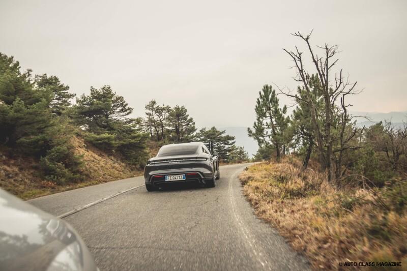 Porsche Taycan Turbo Auto Class Magazine _035
