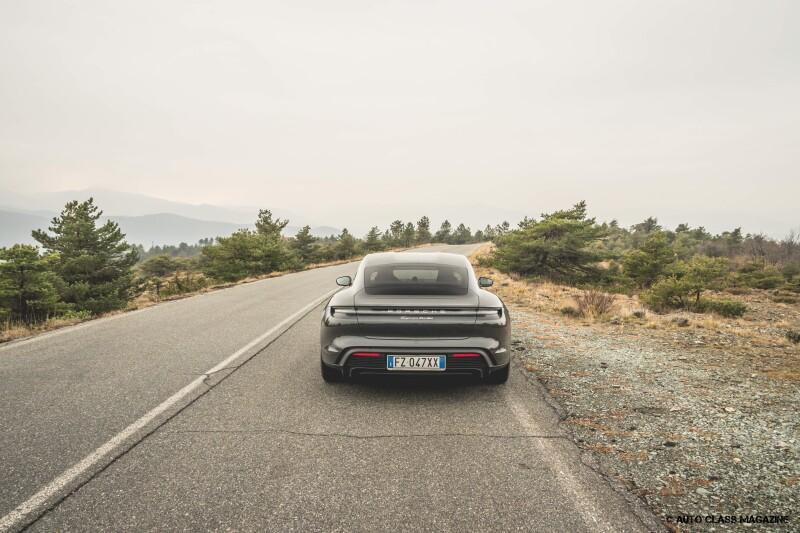 Porsche Taycan Turbo Auto Class Magazine _039