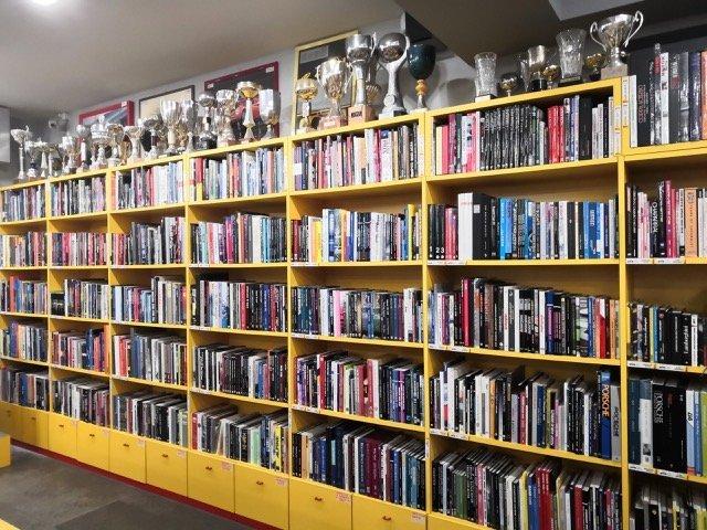 libreria-maranello-collection-automotive-library-scaled Auto Class Magazine Maranello Collection