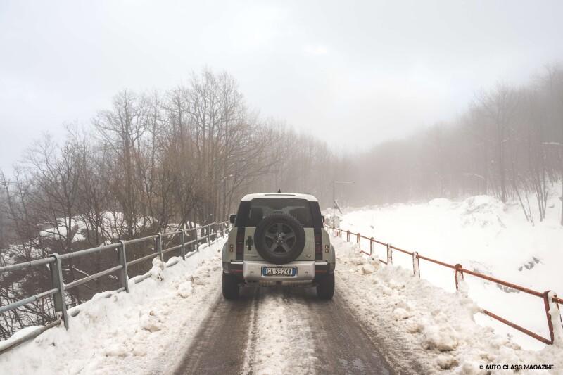 Land Rover Defender Auto Class Magazine _023