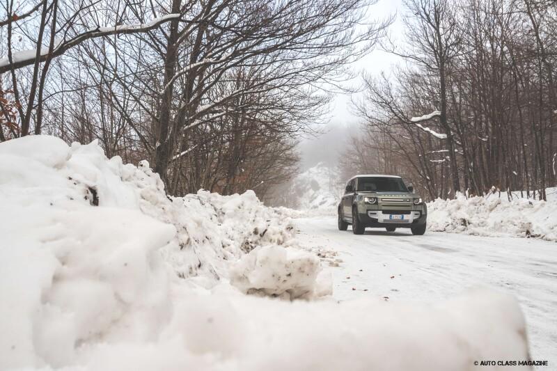 Land Rover Defender Auto Class Magazine _035