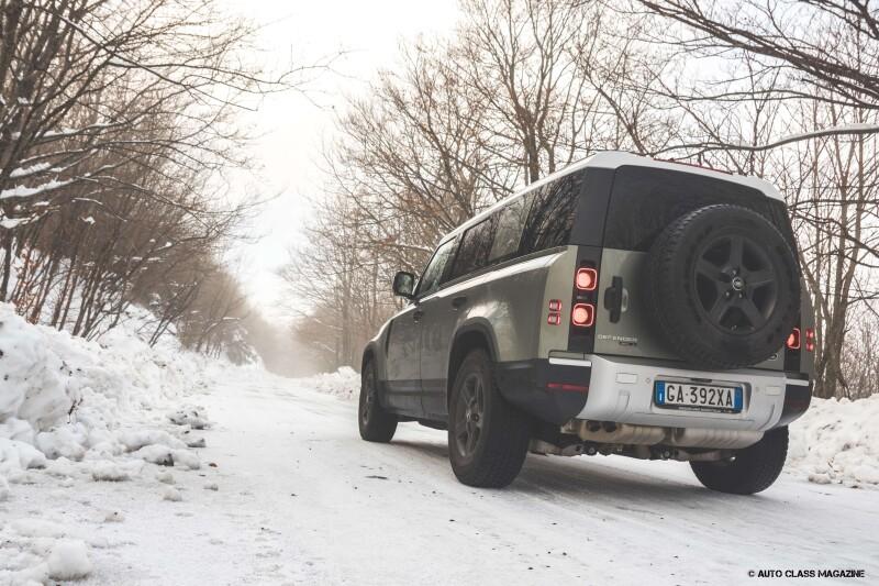 Land Rover Defender Auto Class Magazine _037