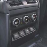 Land Rover Defender Auto Class Magazine _044