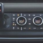 Land Rover Defender Auto Class Magazine _046